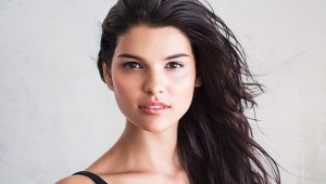 woman-dark-hair-625km102813